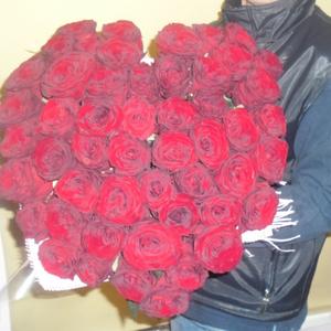 Сердце из 51 красной розы70 см