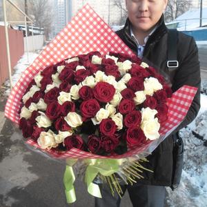 Букет из 101 розы - белые и красные,  высота 70 см