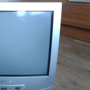 Продам телевизор Samsung Диагональ 62 см.  Не бывший в употреблении.