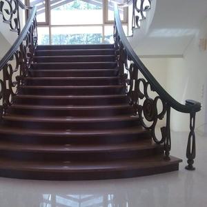 Деревянные лестницы высокого качества