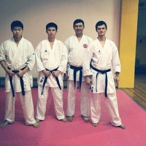Крепкий дух Школа KarateKi развивает личность вашему ребенку