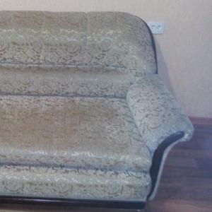 Диван-кровать в хорошем состоянии б/у. Торг. Срочно. 185 х 100 см.