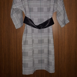 Продается платье. Новое с этикеткой. 44 размер. Цена 5000 тенге