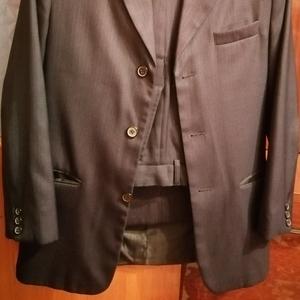 Продам костюм размер 44