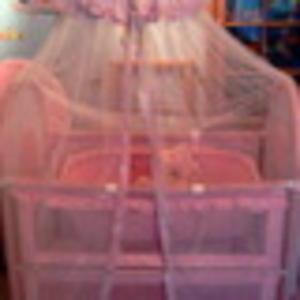 Продаю кроватку детскую розовую с балдахином б/у