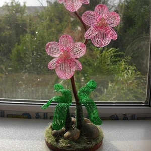 Цветы и деревья из бисера-отличный подарок и украшение для дома.