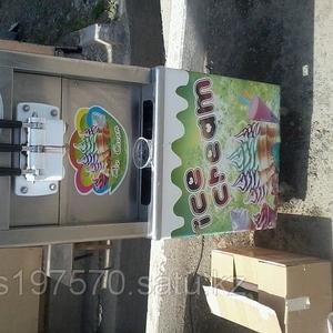 Фризер (аппарат для приготовления мягкого мороженого)