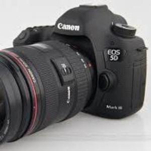 Canon EOS 5D Mark III EF 24-70mm F / 4 IS Kit Объектив