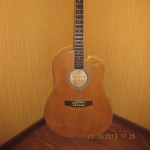 Продаю акустическую гитару!