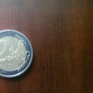 продам монеты: 2 евро-2002 года,  1 рубль 1977 г.в. олимпиада - 80