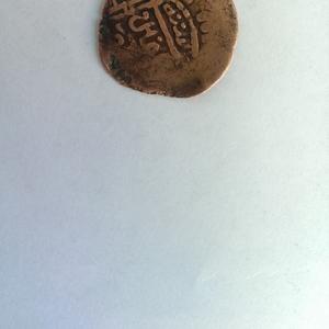 Монета 12 века,  написано на арабском языке